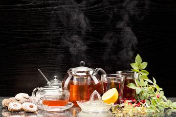 Panel Szklany Do baru Früchtetee mit Hagebutten und Lindenblüten im Teeservice