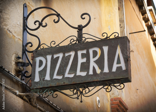 Foto op Canvas Pizzeria Vintage pizzeria sign in Venice Italy