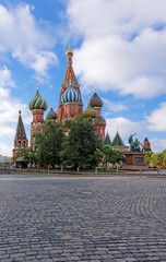Fototapeta na wymiar St.Basils Cathedral on the Red Square in Moscow