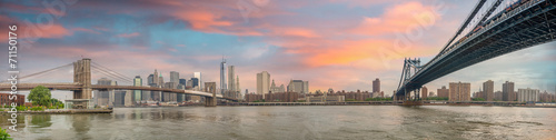Photo  New York City - Stunning panoramic view of Brooklyn and Manhatta