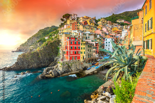 Photo  Riomaggiore village on the Cinque Terre coast of Italy,Europe