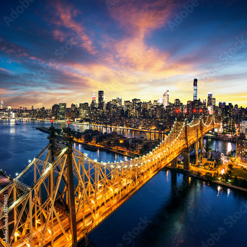 Photo  New York City - sunset over manhattan with Queensboro bridge