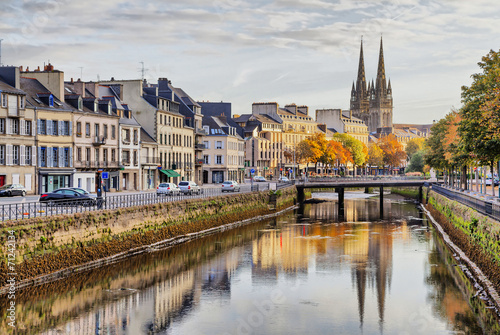 Canvas Print Embankment of river Odet in Quimper, France