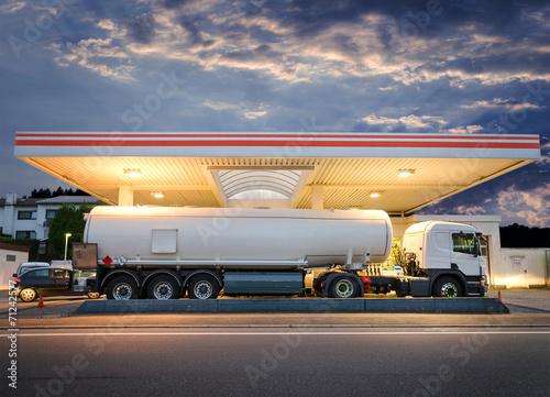 Fotografie, Obraz  Tanklaster Tankwagen an Tankstelle – Tank Truck at Gas Station