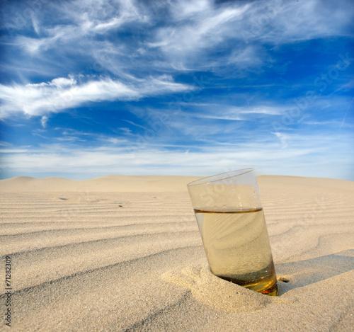 Poster de jardin Desert de sable glasses of water in the desert