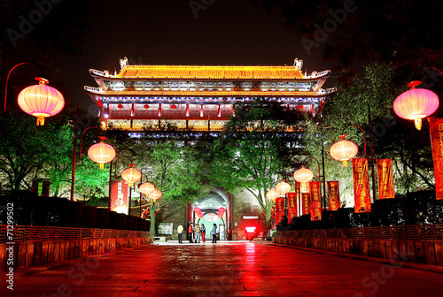 In de dag China Night scene of South Gate of Xian city, China.