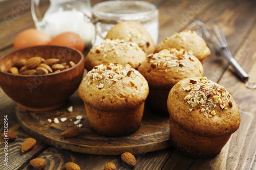 Fotografia Homemade muffins with almonds