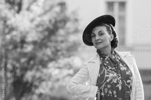 Photo  Woman in vintage clothes