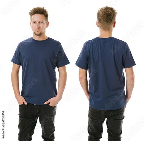 Valokuva  Man posing with blank navy blue shirt