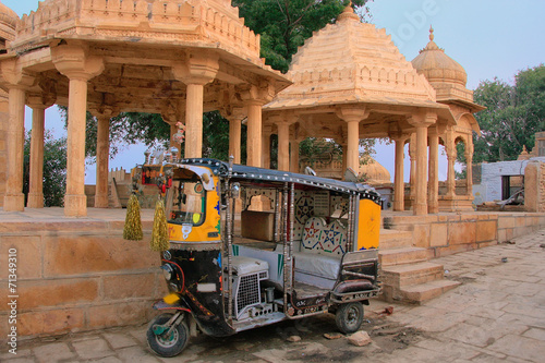 Fotografering  Decorated tuk-tuk parked at Gadi Sagar temple, Jaisalmer, India
