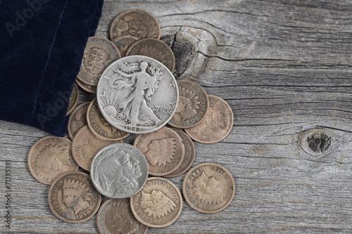 Fotografie, Obraz  Pytel Spojené státy vzácné mince na dřevo