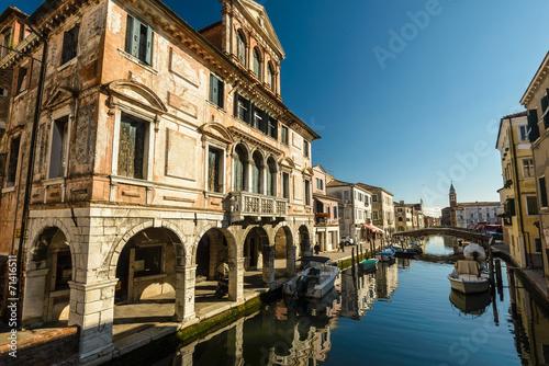 kanal-przy-starym-miasteczkiem-chioggia-wlochy-
