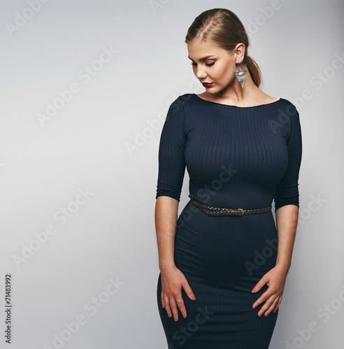 Fotografia Elegant young lady in black dress