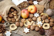 Äpfel, Nüsse Und Plätzchen
