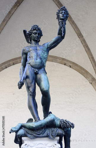 Photo  Perseus killed Medusa statue on Piazza della Signoria in Florenc