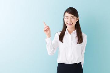 笑顔の女性 ビジネス