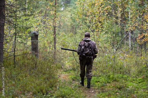 Foto op Aluminium Jacht hunter shooting on the walk in forest