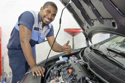 African-American Auto Tech Gives Thumbs Up