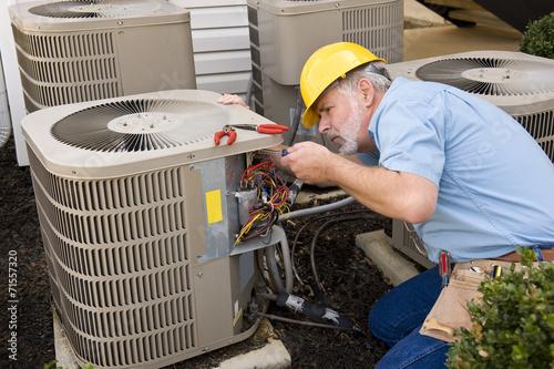 Photo Mature Repairman works On Apartment Air Conditioning Unit