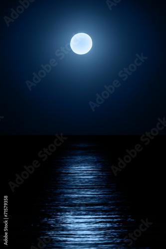 Photo Moon over sea