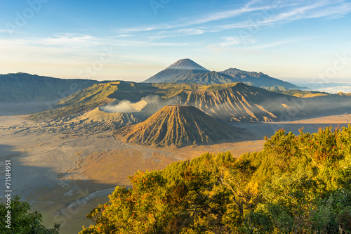 Foto auf AluDibond Indonesien Beautiful sunrise at Bromo mountain