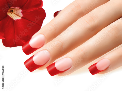 Photographie  Ongles rouges.