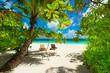 Rest in Paradise - Malediven - Postkartenmotiv mit zwei Sonnenli