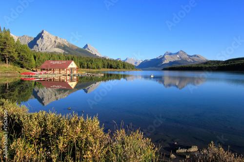 Spoed Foto op Canvas Canada Maligne lake in Jasper national park, Alberta, Canada