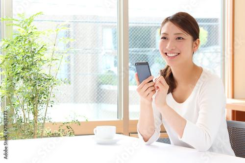 Fotografia  スマートフォンを持った女性