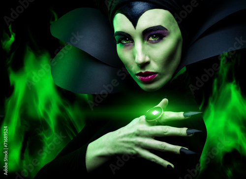 Photo  Maleficent demonic - starring