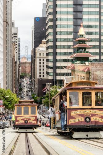 Deurstickers San Francisco Cable cars traffic in California St., San Francisco