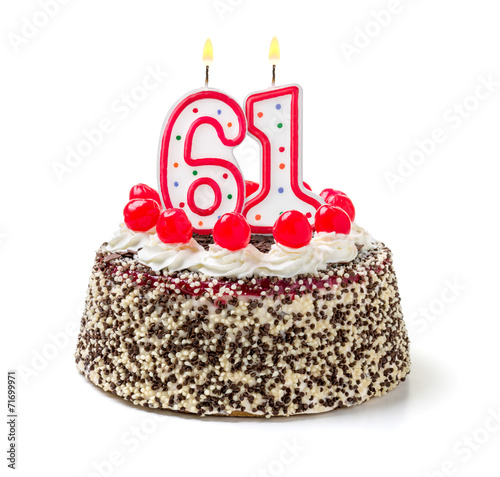 Fotografia  Geburtstagstorte mit brennender Kerze Nummer 61