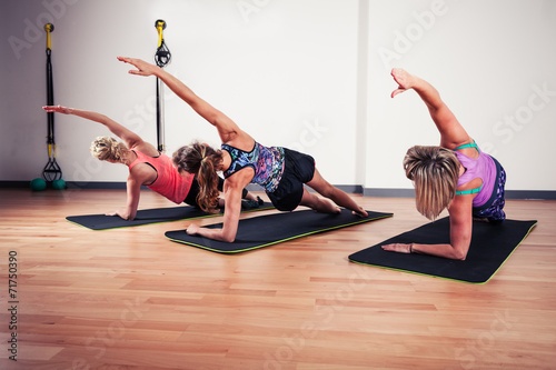 Photo  Women stretching in the gym