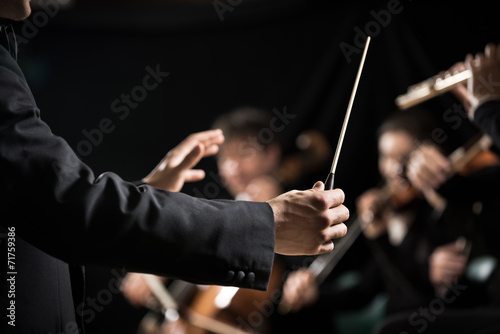 Canvas Print Orchestra conductor on stage