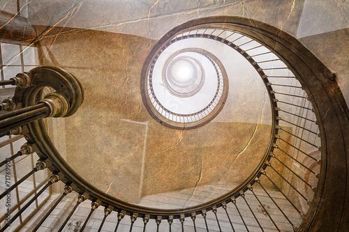Photo Stands Stairs Klasyczne spiralne schody w stylu retro