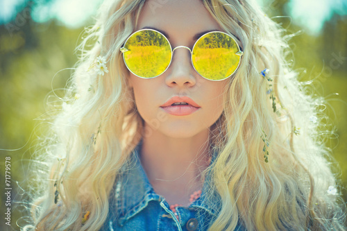 Photo  Outdoor portrait of young hippie woman