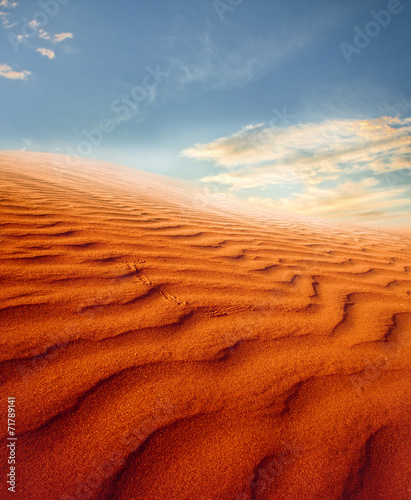 Keuken foto achterwand Rood traf. Sunset over the Sahara Desert