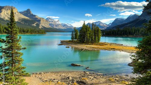 Fotobehang Canada Spirit Isalnd in Maligne Lake
