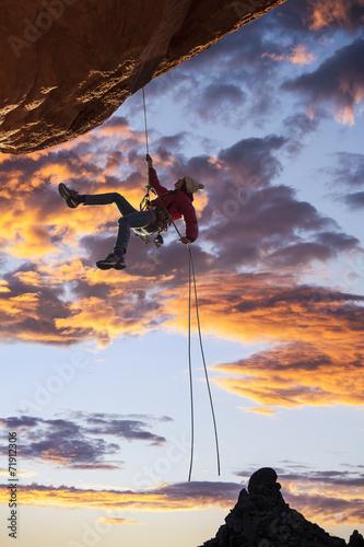 Foto auf AluDibond Drachen Climber on the edge.