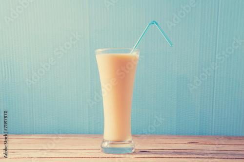 Fotografie, Obraz  vanilla milkshake, vanilla milkshake, retro processing