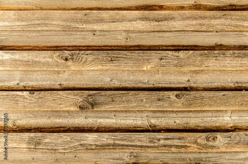 sciana-z-drewna-w-kolorze-brazowym