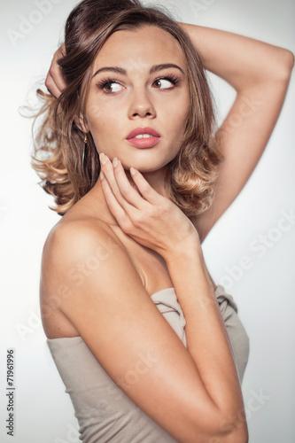 Photo  Beautiful model portrait in studio