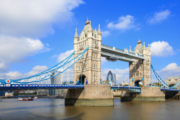Fototapeta na wymiar Tower Bridge in London