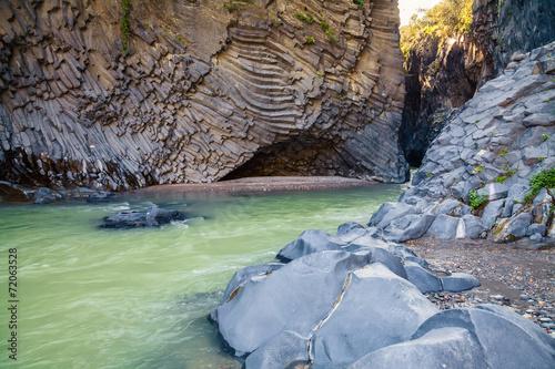 Photo river and rocks at Alcantara Gorge