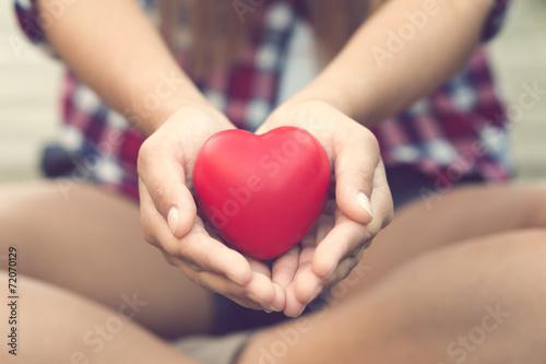 Obraz na płótnie Serce na rękach