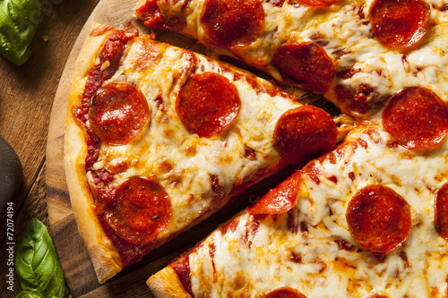 Photo  Hot Homemade Pepperoni Pizza