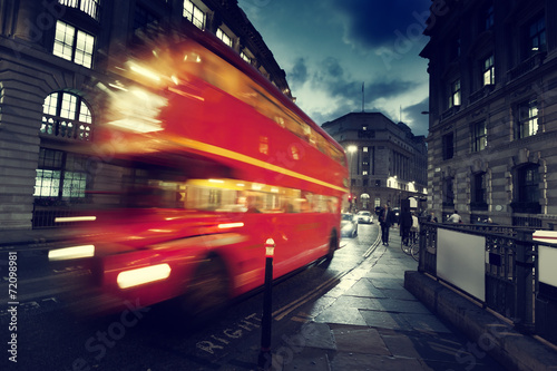 Poster de jardin Londres bus rouge old bus on street of London