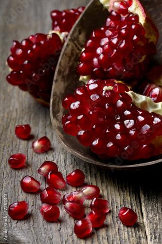 Poster Vruchten fresh pomegranate on wooden background
