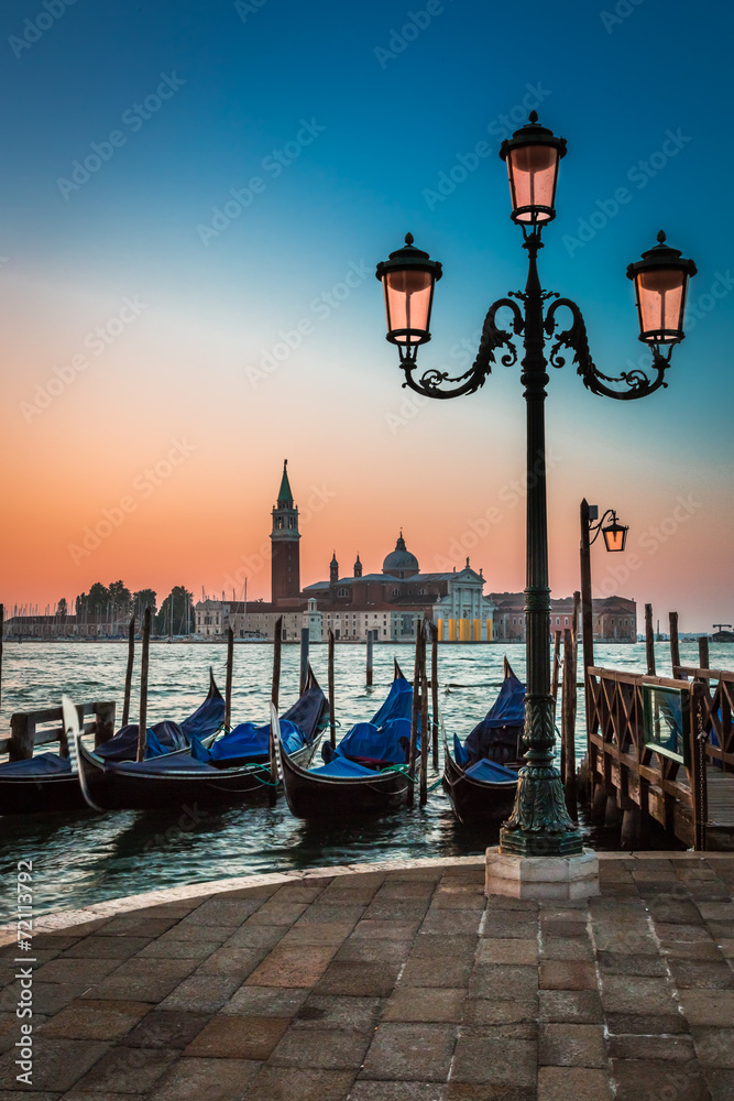Fototapeta Just before sunrise in Venice
