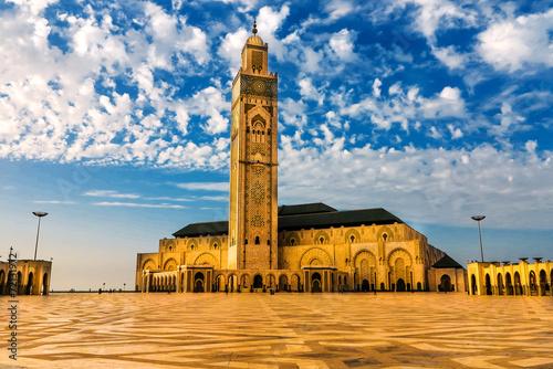 Moschee Hasan II am Strand von Casablanca im Abendlicht Poster